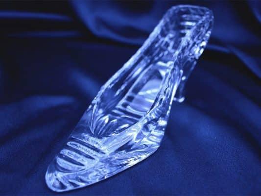 Krištálová brúsená dekoratívna topánka 19 cm