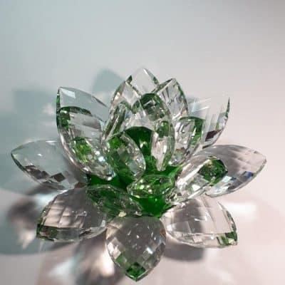 Krištálový brúsený lotosový kvet zelený 20 cm
